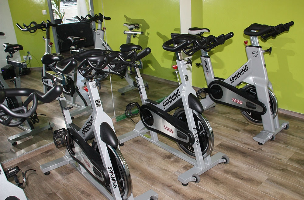 Salle de cardio fitness à So Good Fitness
