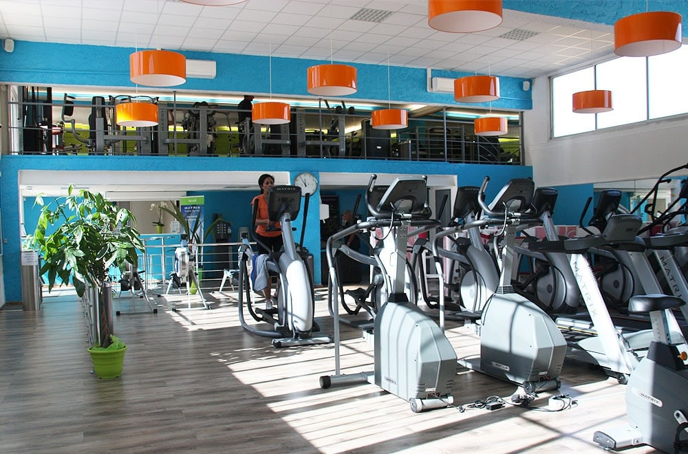 Cardio-training dans un club So Good Fitness
