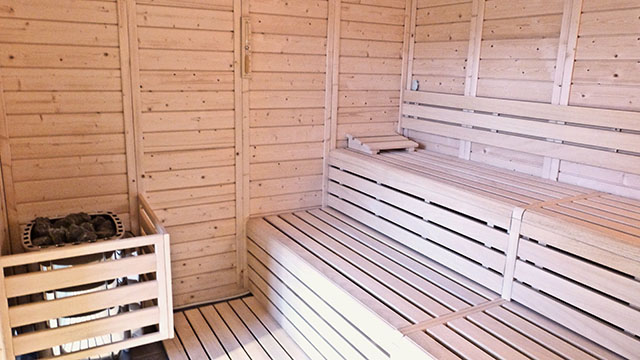 Intérieur du sauna de So Good Campus
